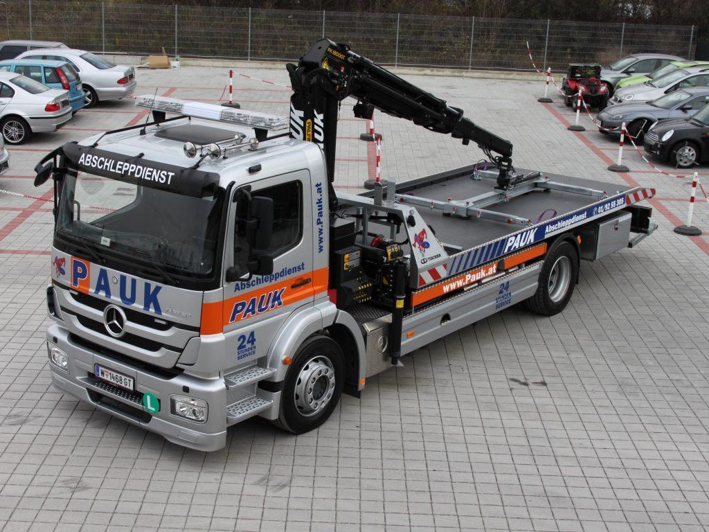 MERCEDES Axor Abschleppfahrzeug mit Kran