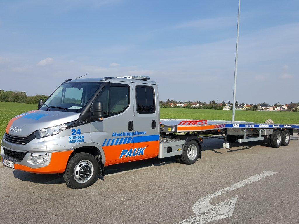 IVECO Daily Satellzugmaschine mit Aufleger für Autotransporte