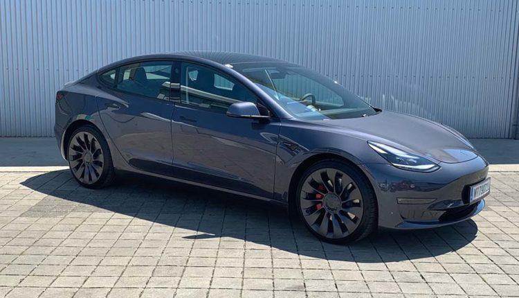 Tesla-Pauk-Autovermietung